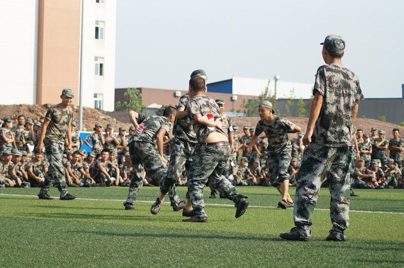 2015级新生军训特色项目——综合素质拓展训练
