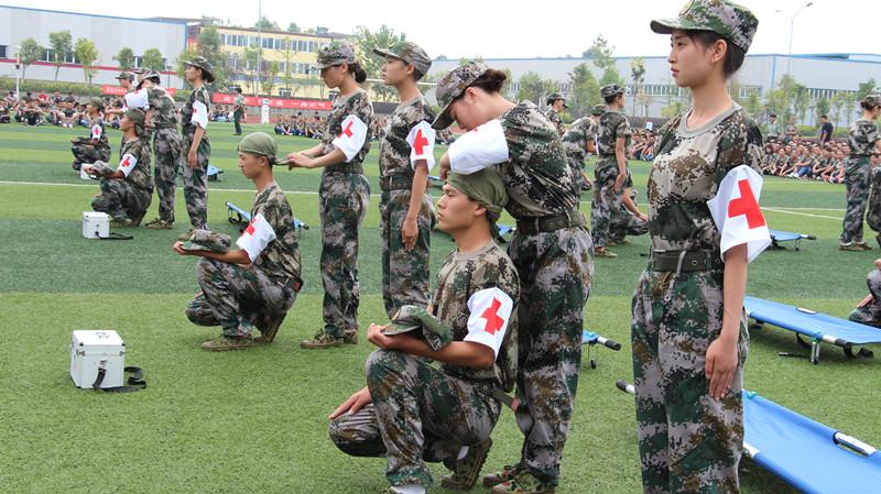 2015级新生军训特色项目——创伤急救培训